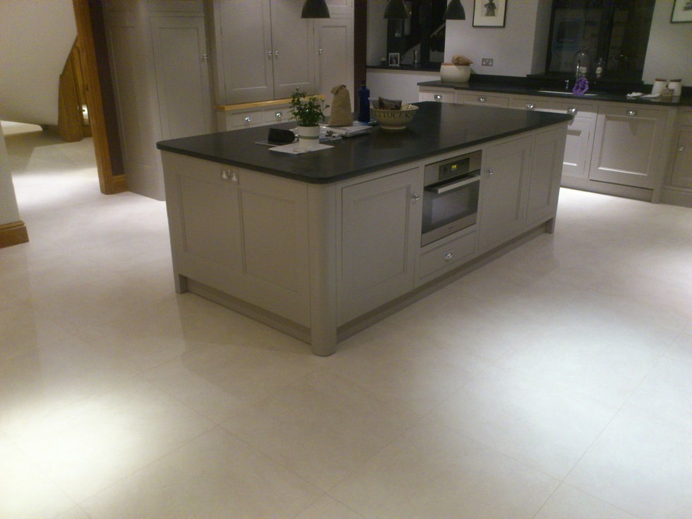 Beatiful Clean Porcelain Floors